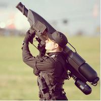 Le SkyWall : une arme qui capture à l'aide d'un filet les drones trop envahissants.
