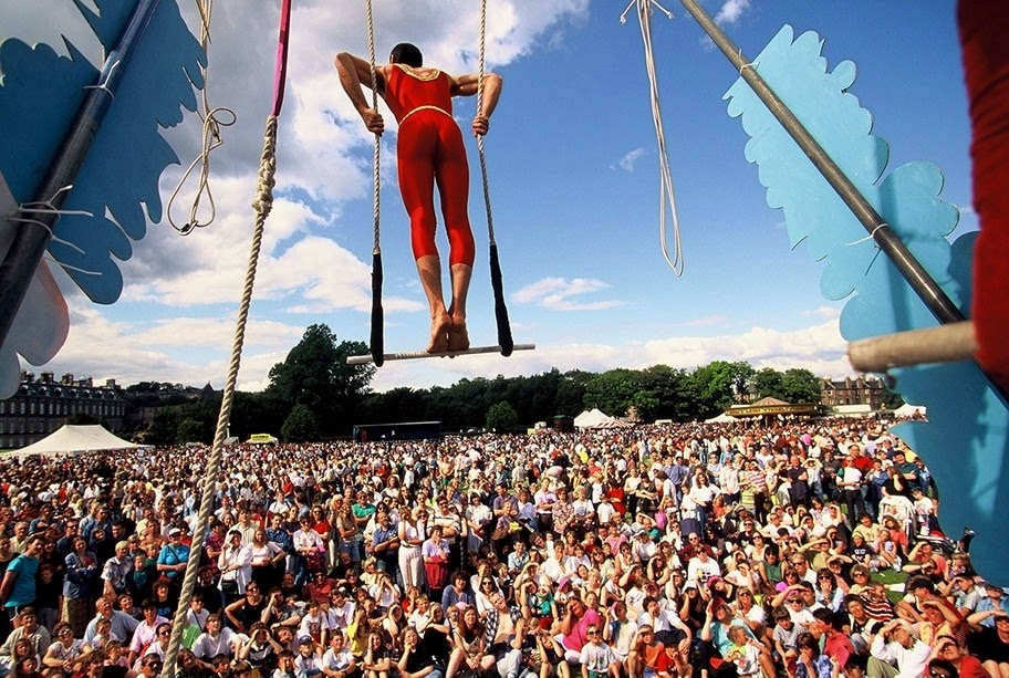 Você já ouviu falar no FRINGE  É o maior festival de artes do mundo. Criado  como alternativa para os que não tinham vez no Grande Festival de  Edimburgo, ... 406ffb9414