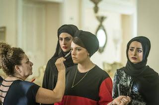 Alice Wegmann pouco antes de entrar em cena como Dalila em Órfãos da Terra — Foto: Paulo Belote/Globo