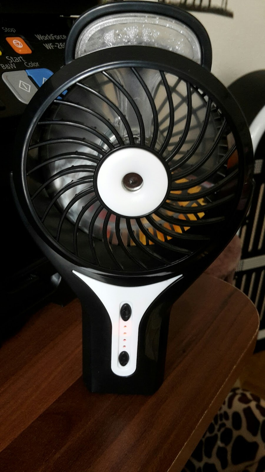 mona 39 s blog portable ventilator handventilator usb mini. Black Bedroom Furniture Sets. Home Design Ideas