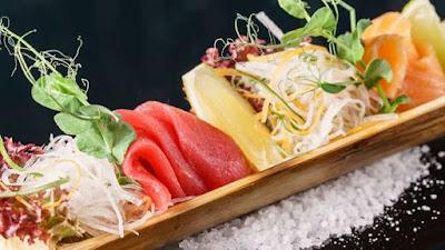 Il sushi può essere una scelta salutare. Specialmente quando contiene verdure, frutti di mare e pesce ricchi di omega-3 e piccole quantità di avocado, salutare per il cuore perché fonte di grassi buoni .