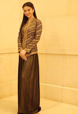 Foto Baju Kebaya Kartini Klasik Raline Shah Artis Cantik Simpel dan Anggun