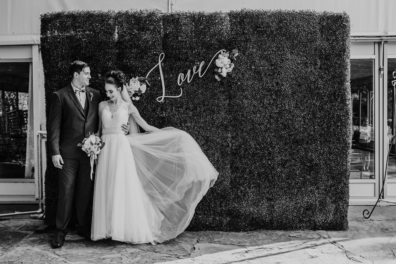 Morgan Pashen black and white wedding photos