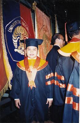 Raden Agus Suparman diwisuda sebagai Magister Administrasi dan Kebijakan Perpajakan FISIP UI 2003