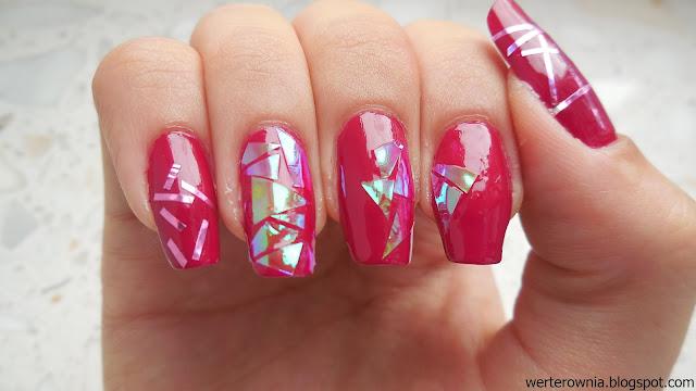 różowe zdobienie paznokci z Werterownią