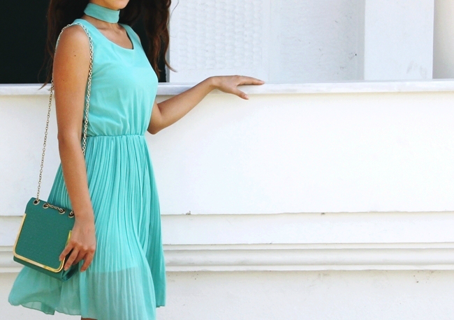 Mint dress.Mint purse.Neutral snakeskin sandals.Best summer looks.Najbolji letnji outfiti.Scarf-chocker.