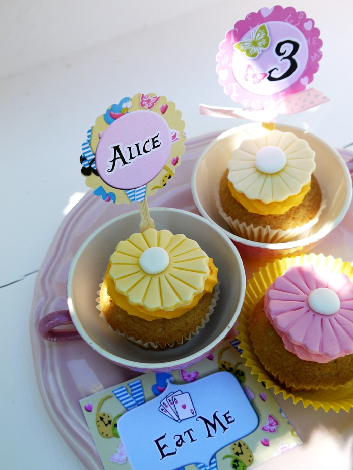Alice in Wonderland Inspired Un-Birthday Tea Party - BirdsParty.com