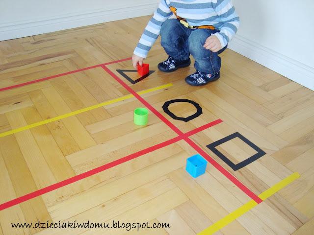 zabawa z dzieckiem poznajemy i utrwalamy figury geometryczne:kwadrat,koło,trójkąt