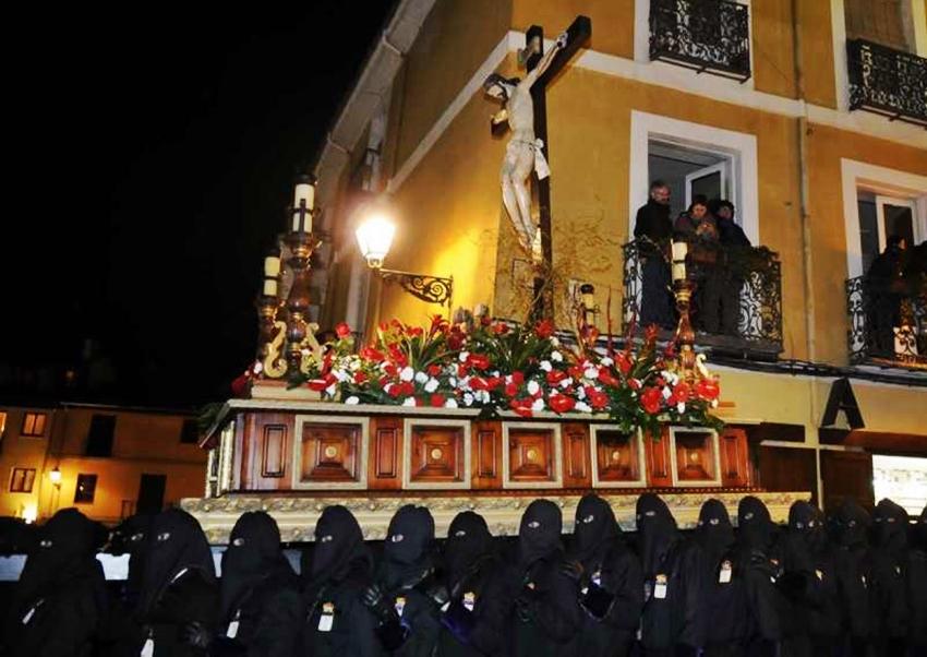 """Santo Cristo """"del Desenclavo"""". Real cofradía de Minerva y Vera Cruz. León. Foto Mauricio Peña."""