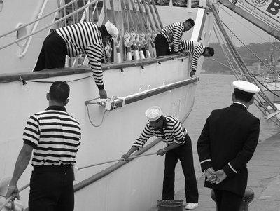 Les marins du Cuauhtémoc préparent la Grande Parade en Juillet 2003