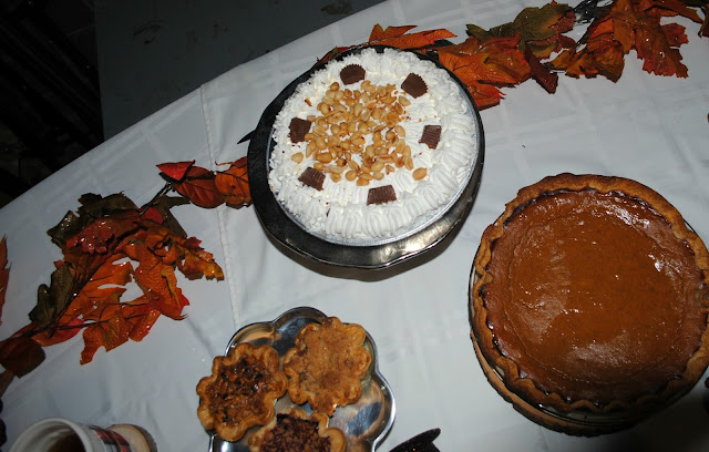 Pie bar for Friendsgiving by Fizzy Party