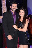 Foto Mahhi Vij dengan Suaminya Jay Bhanushali