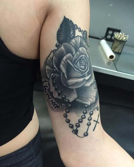 Tatuagens femininas nos bíceps