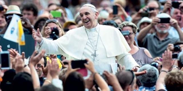 papa francesco bergoglio tra la gente