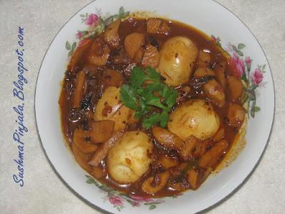 Chamadumpa Egg Pulusu / Arbi Egg Curry / Taro Root Egg Curry