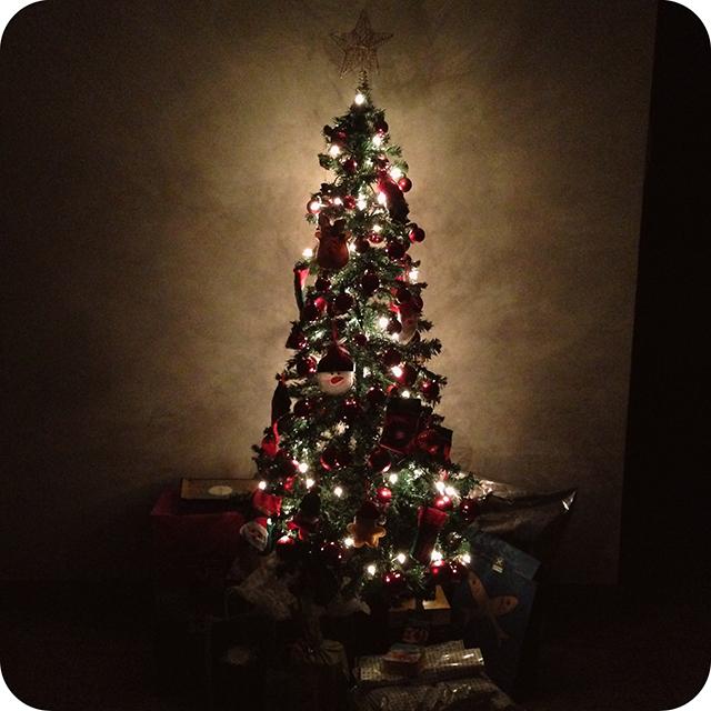Decoração da Árvore de Natal : Bolinhas Vermelhas com Enfeites de Feltro