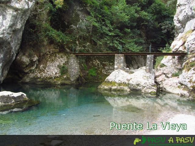 Puente la Vieya sobre el Rio Cares