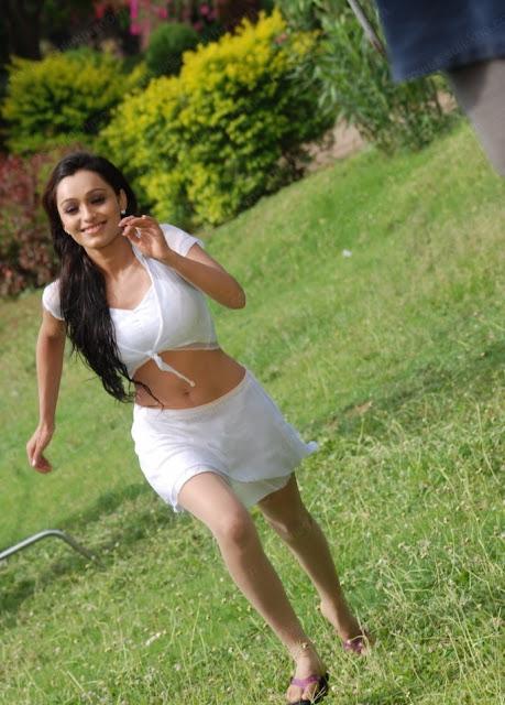 Arya-Vora-Hot-Bikini-Pics