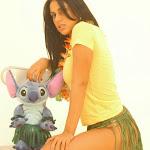 Andrea Rincon, Selena Spice Galeria 13: Hawaiana Camiseta Amarilla Foto 18