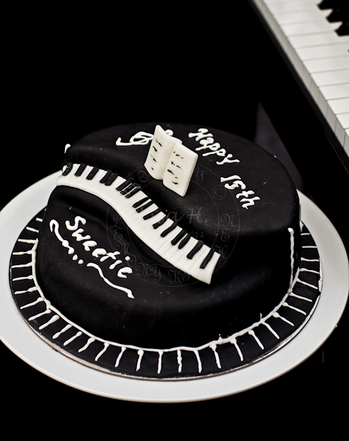 black and white piano cake