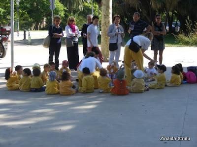 zoo-barcelona-copii-asteptand-la-intrare
