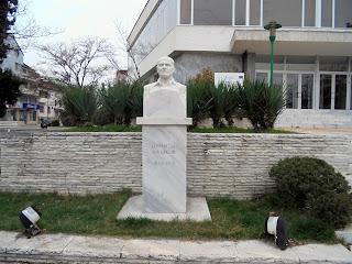 η προτομή του Dimitar Kazakov στο Σαντάνσκι