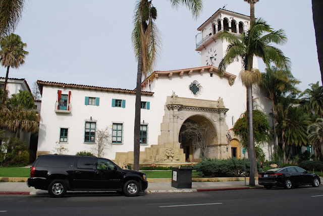 A limo service by the Santa Barbara Courthouse