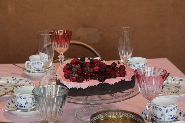 Wir sind verlobt: Beerige Torte | https://kuechenliebelei.blogspot.com/2017/09/verliebt-verlobte-beerentorte.html