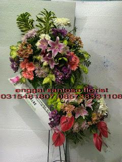 karangan standing flower duka cita atau belasungkawa