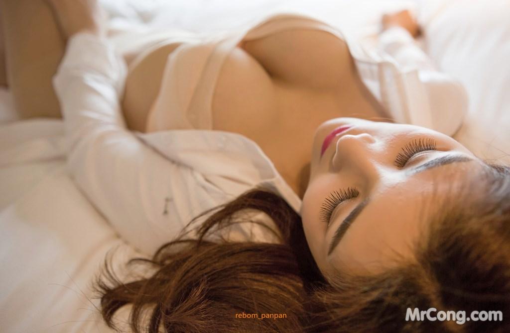 Image Yan-Pan-Pan-Part-4-MrCong.com-016 in post Người đẹp Yan Pan Pan (闫盼盼) hờ hững khoe vòng một trên giường ngủ (40 ảnh)