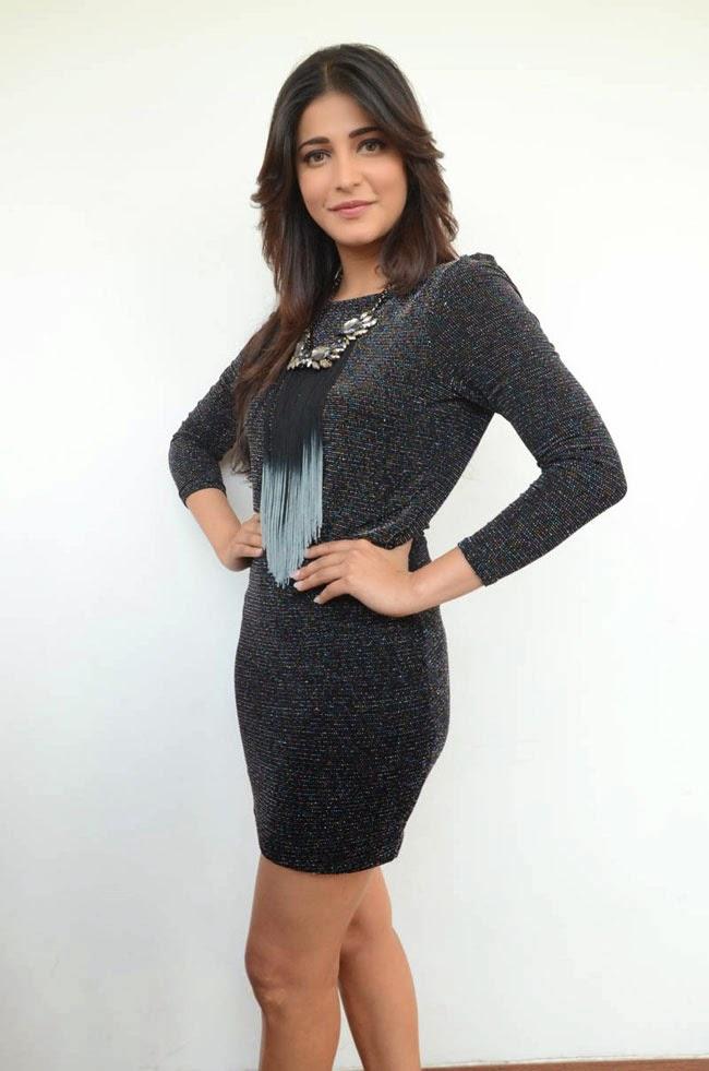 Shruti Hassan Latest Photo Black Mini Skirt Gallery