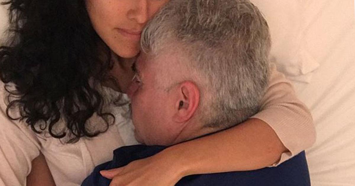 """""""Abraçadora"""" profissional cobra cerca de R$ 250 para abraçar e dar afeto a homens carentes"""