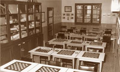 Sala de juego de la sección de ajedrez del C.C. Sant Andreu en 1980