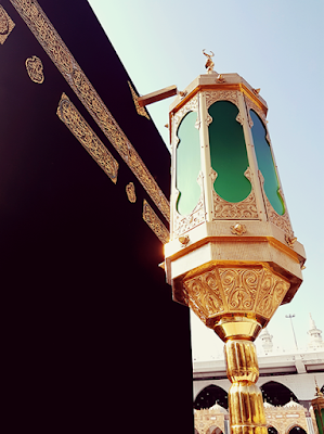 Beautiful Kaabah, the meezab and the hateem lamp