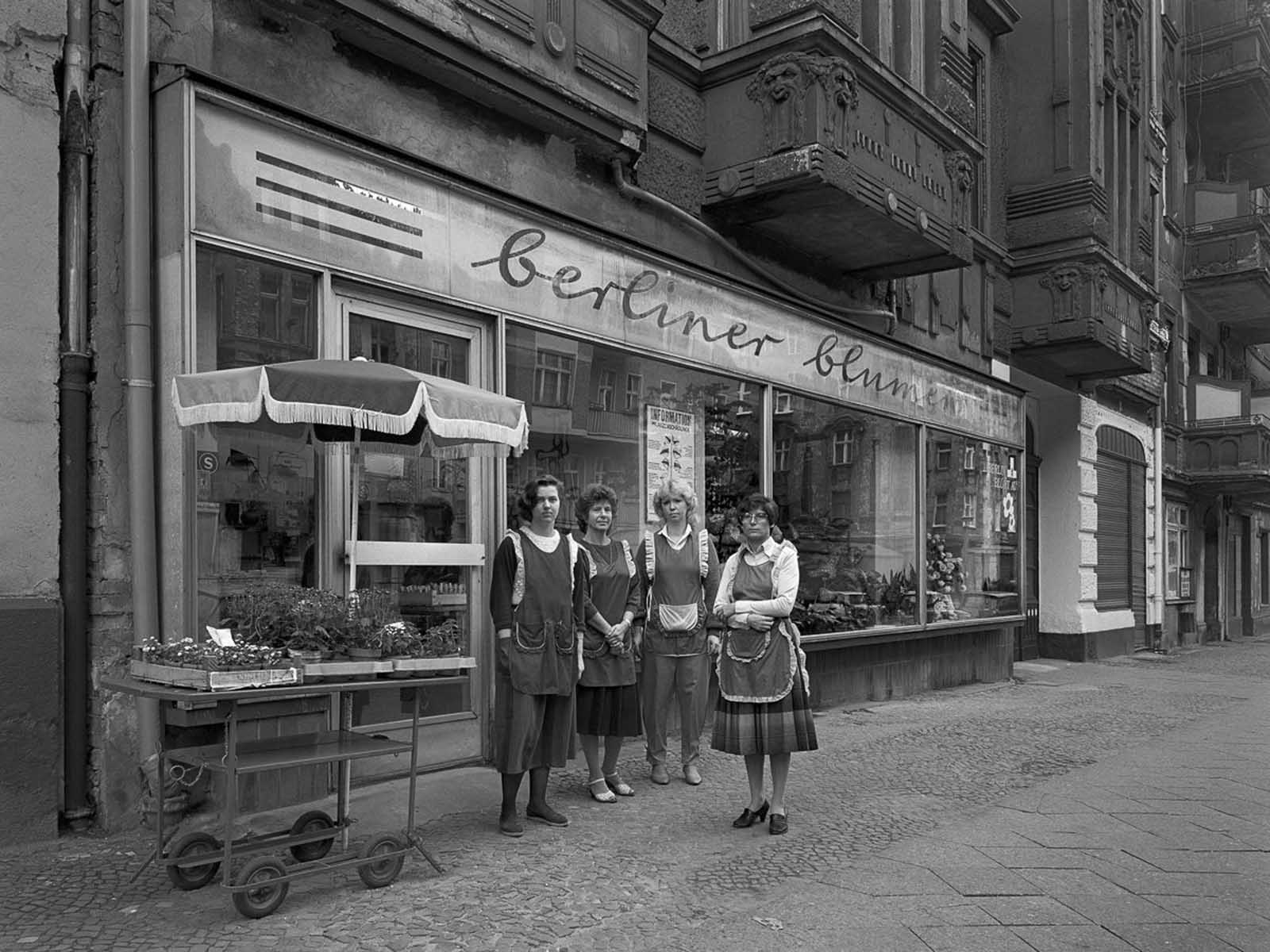 "Employees of the cooperative ""Berliner Blumen"" (Berlin flowers), No. 18."