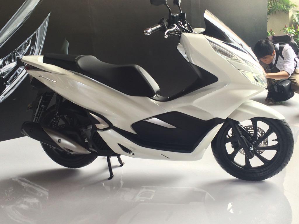 All New Honda PCX 2018 di launching 13 Desember 2017 | Promo Kredit Honda Pcx Ready Stock Bandung on honda phantom, honda win, honda cd, honda lead, honda tif, honda cmx, honda art, honda moped, honda helix, honda hdr, honda sh150i, honda cbr, honda scooter,