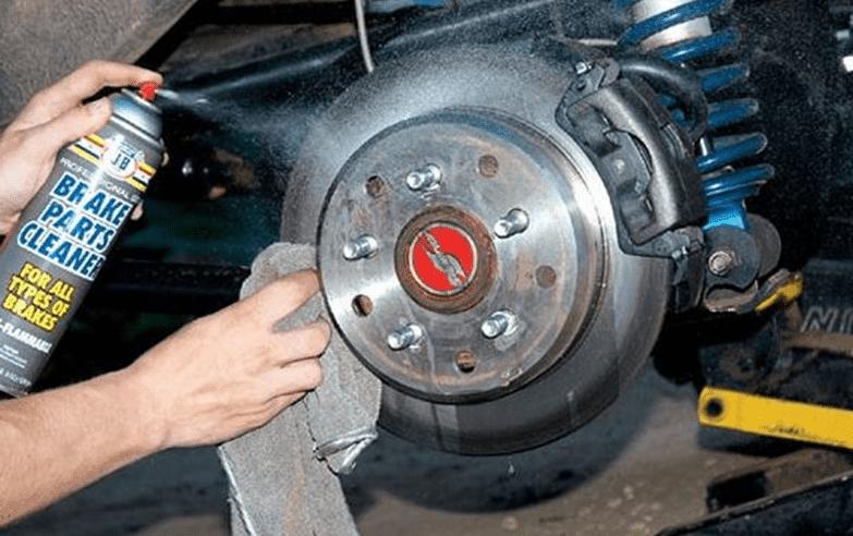 Rem pada kendaraan adalah perangkat yang sangat penting dan mempunyai peran vital guna men Masalah pada rem mobil yang sering terjadi
