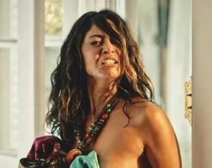 Nudez de Carol Castro em estreia de novela 'bomba' na web; veja aqui