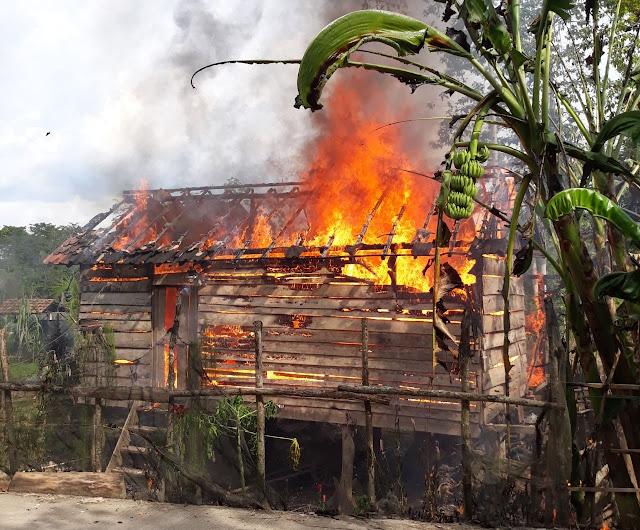 Ditinggal Kondangan, Rumah Meri Dilalap Si Jago Merah