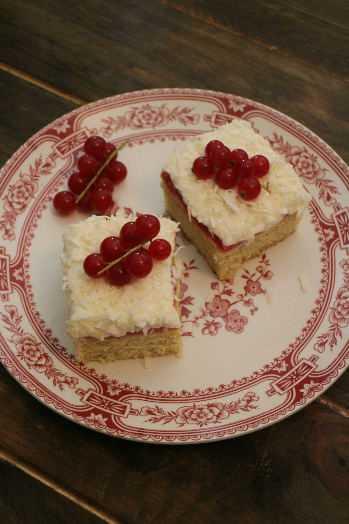 bizcochos-de-coco-y-grosellas, red-currant-coconut-cakes