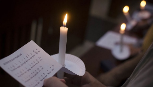 Perayaan Paskah, Ibu Berjilbab Ini 3 Kali ke Gereja