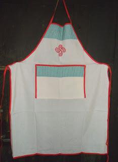 delantal-algodón-lauburu-rojo