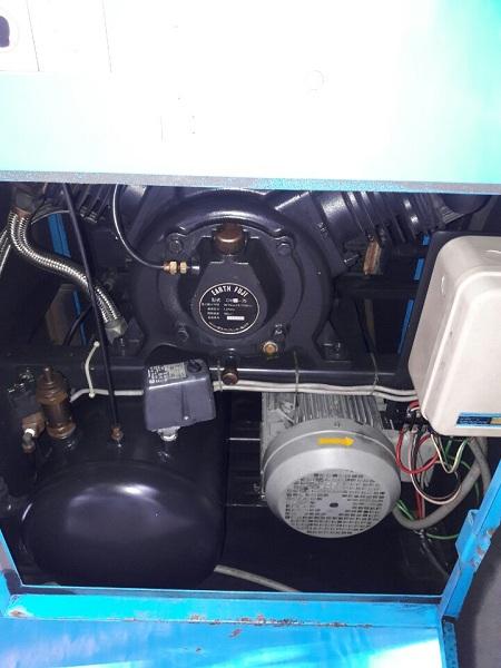 bán máy nén khí cũ hiệu Fuji Nhật Bản công suất 7.5 kw 10 Hp