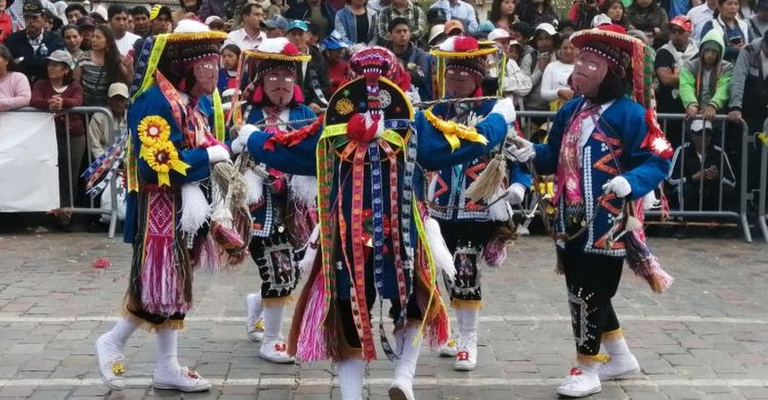 Escolares de primaria inician celebraciones por el mes jubilar de Cusco