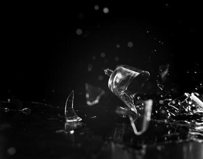 http://3.bp.blogspot.com/-0KcbAjJNoEY/ToPk8ywKhDI/AAAAAAAAAEc/0TF4Nh-Q20U/s1600/Falling+Glass.jpg