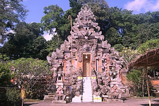 http://www.teluklove.com/2017/02/pesona-keindahan-wisata-pura-dharma.html