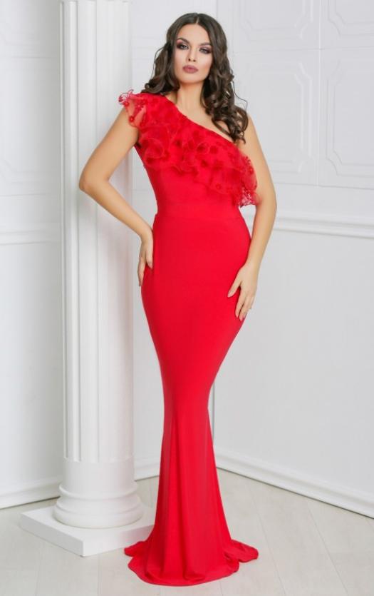 rochie Talia rosie lunga de seara, cu croi sirena, in nuante de rosu, cu volanas cu insertii din dantela, un umar gol