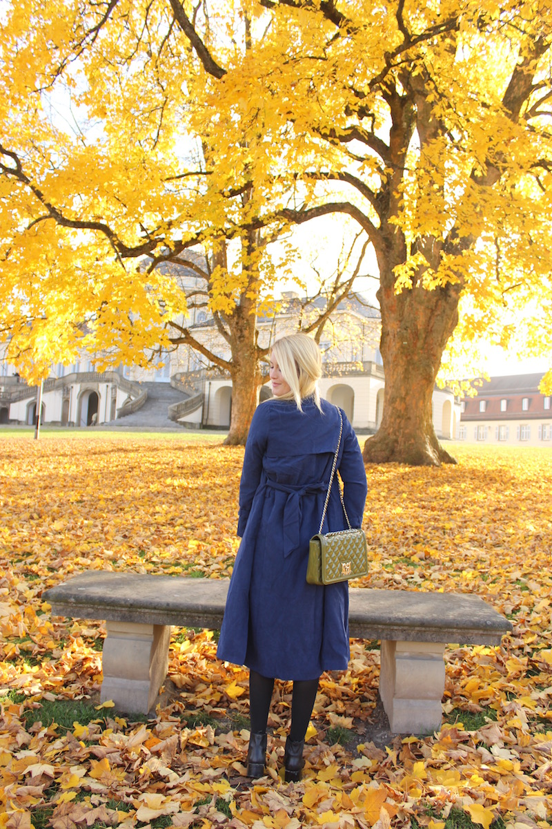 TheBlondeLion Fashion Stuttgart Guide Schloss Solitude Herbst SheIn Trenchcoat blue