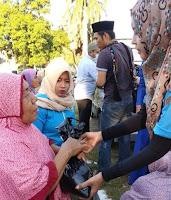 Datangi Warga Kurang Mampu, Jajaran DPD KNPI Kota Bima Bagi Bagi Sembako