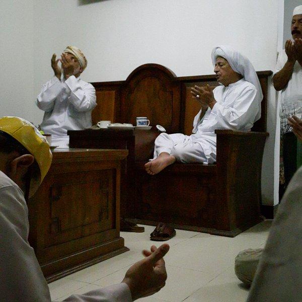 Terapkan Amalan ini di Tiap Malam Jum'at Agar Anda di Hadiri Rasulullah Solallahu Alaihi Wasallam